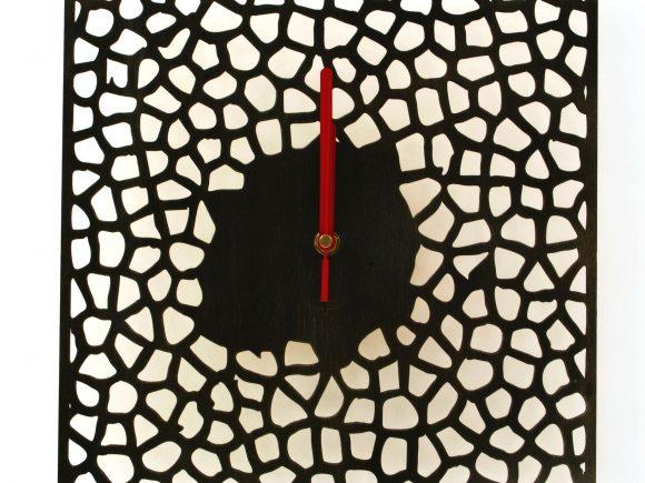 wood-clock-square-giraffe3