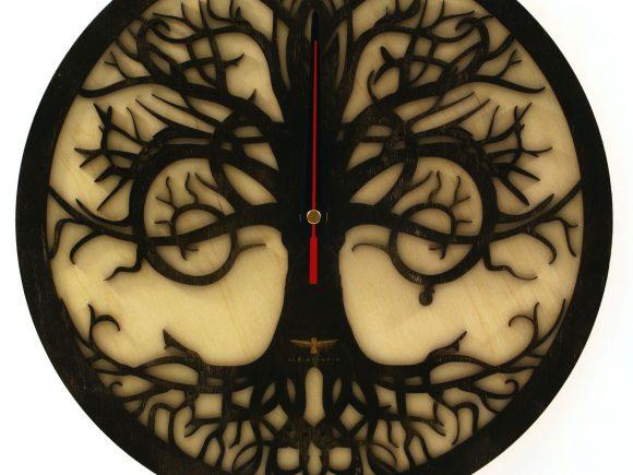 wood-clock-tree-reflection2