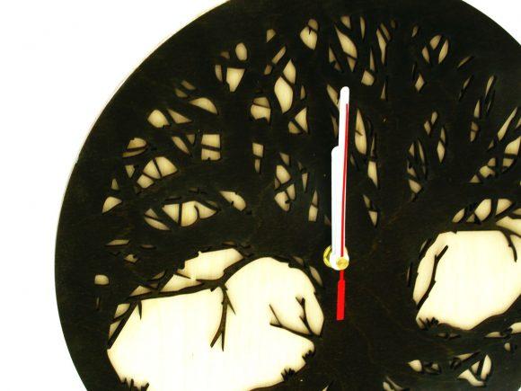 wood-clock-tree-scary4