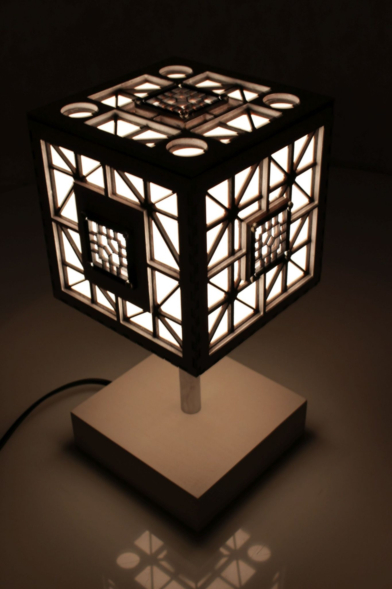 Wooden Cube Wall Lights : WOODEN LAMP TABLE - CUBE Indigovento